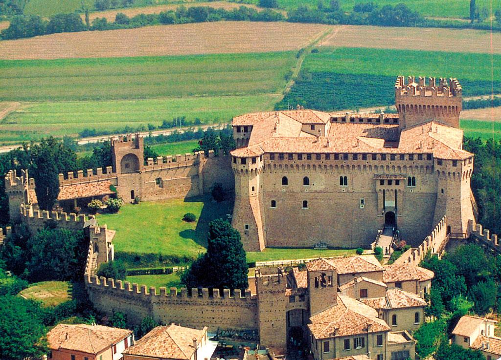 castello-di-gradara1